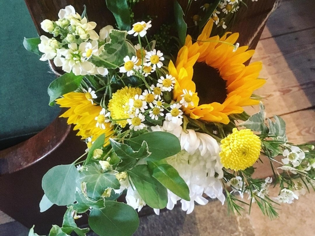 Boho, summer flower, pew end, church flowers, yellow, sunflower, wedding, dorset