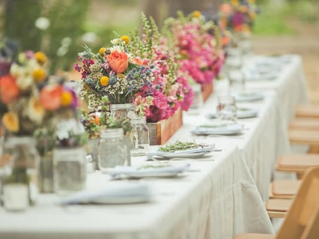 bohemian-wedding-flower-centerpieces-tablescape-rustic