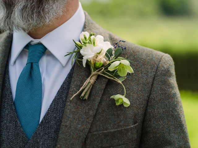 natural rustic buttonhole, grooms flowers